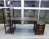 メインテーブルも完成しシェルフを右側に置いた状態